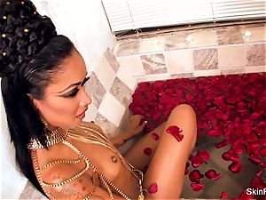 tempting vampy skin gets a wicked ample trunk in the tub