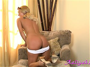 Aaliyah enjoy torrid platinum-blonde babe in white bikini