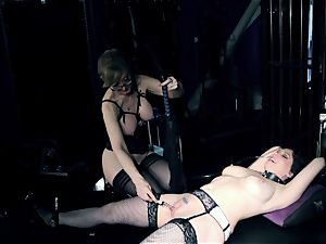domme Nina Hartley tortures Kiki Daire's moist pearl