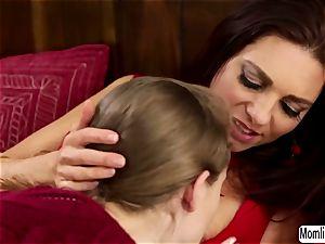 Samantha Hayes grinds on her Stepmom Mindi Minks face