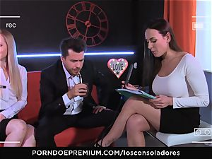 LOS CONSOLADORES - Mea Melone poon shared in threeway