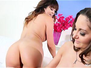 Mia Lelani shares a trouser snake with sizzling cougar Ava Addams