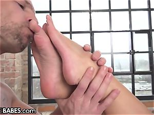 Amirah Adara porked as feet worshipped and slurped